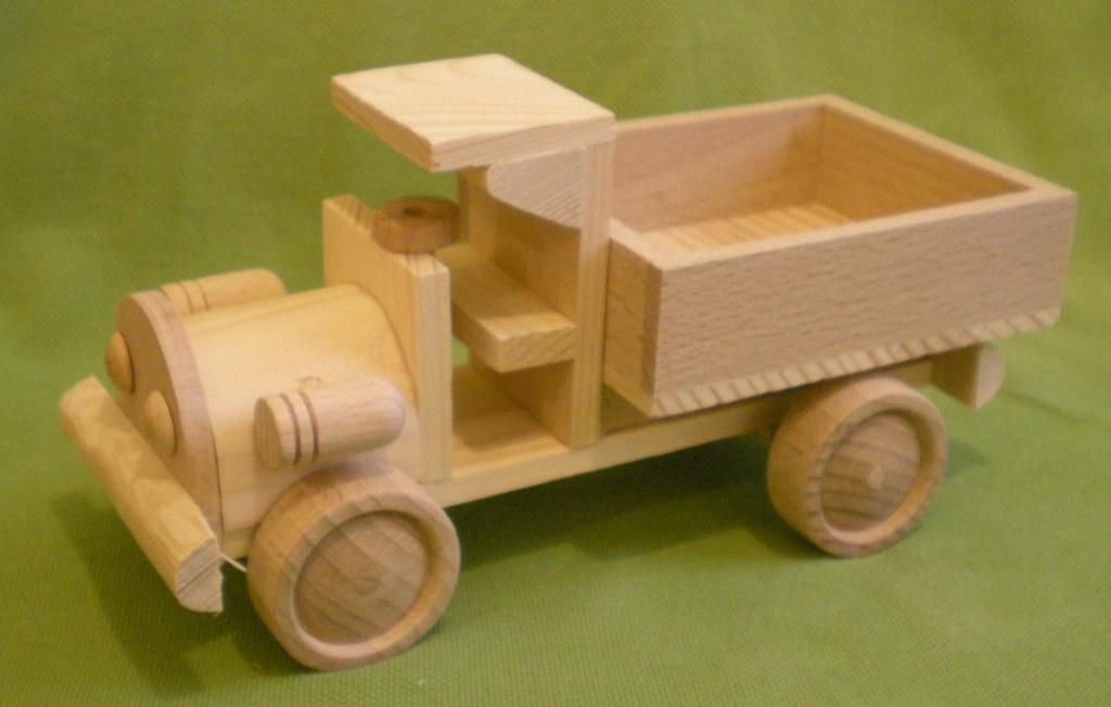 Как сделать деревянную машинку для ребенка